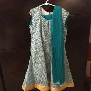 Girls never worn cotton Indian salwar kamiz, scarf